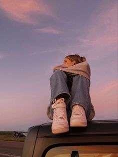 Cute Poses For Pictures, Picture Poses, Photo Poses, Picture Ideas, Summer Aesthetic, Aesthetic Photo, Aesthetic Girl, Shotting Photo, Photographie Portrait Inspiration