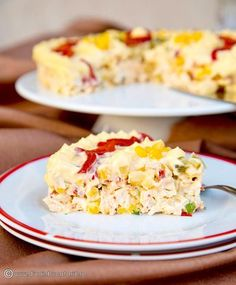 O salata de pui cu ananas, cu tente orientale, este foarte gustoasa si potrivita pentru orice masa festiva. Mai simplusi mai rapid decat de pregatit decat salata de boeuf, o sa va cucereasca si o veti repeta cu siguranta de cate ori veti avea de pregatit mai multe aperitive. Summer Recipes, My Recipes, Cooking Recipes, Crab Stuffed Avocado, Salad Design, Cottage Cheese Salad, Tapas, Salad Dishes, Romanian Food