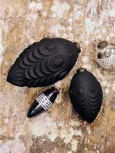 Matte black ornaments - Beautiful on a white tree.....