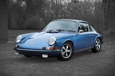 Meticulously restored. Show ready. And highly sought after. This 1970 Porsche 911 S is ready for the Concours d'elegance with nary a finger lifted by you. The car, which shows 58,095 original km on the odometer, has been completely reworked,...