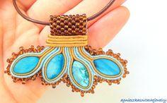 Wisior sutasz z elementami haftu koralikowego