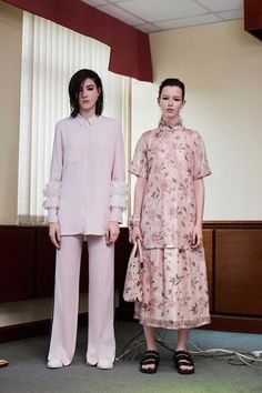 See the complete Mother of Pearl Resort 2017 collection.