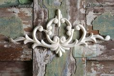 www.chicmouldings.com This is the Victorian Vintage Scroll Pediment used in the beautiful fireplace makoever! Available on our website. Worldwide delivery.