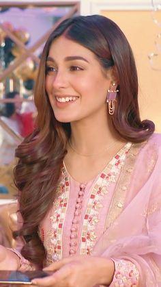 Pakistani Models, Pakistani Girl, Pakistani Actress, Pakistani Bridal, Pakistani Dramas, Fancy Dress Design, Stylish Dress Designs, Braided Ponytail Hairstyles, Easy Hairstyles