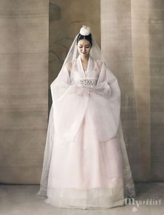 Hanbok Hanbok: Korean tradit - Fashion New Trends Korean Traditional Clothes, Traditional Fashion, Traditional Dresses, Traditional Wedding, Korean Dress, Korean Outfits, Korean Fashion Trends, Asian Fashion, Hanbok Wedding