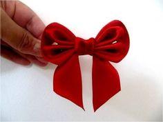 Moños para el cabello con cintas dobladas en dos piezas - YouTube Ribbon Art, Ribbon Hair Bows, Diy Hair Bows, Diy Bow, Diy Ribbon, Ribbon Crafts, Flower Crafts, Fabric Bows, Fabric Flowers