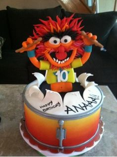 How awesome is this?! Animal from the Muppets cake