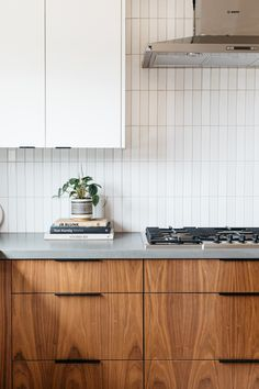 Condo Kitchen, Kitchen Tiles, Home Decor Kitchen, Kitchen Interior, New Kitchen, Home Kitchens, Kitchen Dining, Kitchen Remodel, Cuisines Design