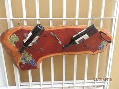 """TABLA BODEGA PORTA BOTELLAS DE VINO. Está fabricada en una sola pieza en madera dura, medidas: 1m x 42cm, espesor 1"""" (2.5cm). Las...118954876"""
