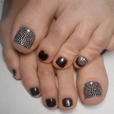21 Incredible Toe Nail Designs for Your Perfect Feet Charming Dotted Nail De Pretty Toe Nails, Cute Toe Nails, Fancy Nails, Pedicure Designs, Pedicure Nail Art, Toe Nail Designs, French Pedicure, Toe Nail Color, Toe Nail Art