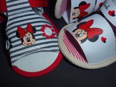 Sandalinhas Minnie, da Disney,  sola antiderrapante,  tamanhos de momento, dos 3 aos 12 meses  13 € portes de correio incluidos para Portugal Pool Slides, Portugal, Espadrilles, Sandals, Disney, Shoes, Fashion, Espadrilles Outfit, Moda