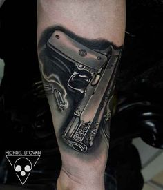 011-Gun-Tattoo-Micha