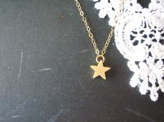 I want this star necklace so bad! If I had it I would wear it everyday.