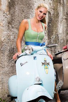 Piaggio Vespa, Lambretta Scooter, Vespa Scooters, Vintage Vespa, Vintage Italy, Vespa Girl, Scooter Girl, Lady Biker, Biker Girl