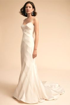 White bride dresses. Brides dream of finding the ideal wedding, however for this they need the perfect wedding gown, with the bridesmaid's dresses actually complimenting the wedding brides dress. These are a variety of ideas on wedding dresses.