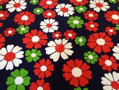VTG retro fabric material 60 s 70 s cool graphic daisy print Mary Quant era