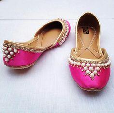 Women Punjabi Jutti (India)  Punjabi Jutti pinterest: @Nivetas Design Studio