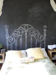 Originell und witzig:Gemaltes Betthaupt -  DIY: Chalkboard headboard