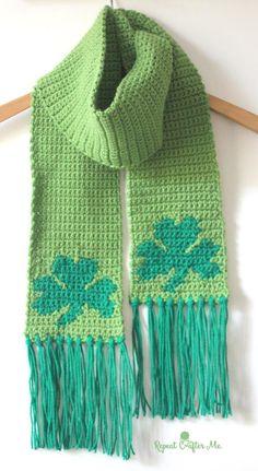 10 Free Shamrock #Crochet Patterns: Single Crochet Shamrock Scarf Free Pattern by @repeatcrafterme