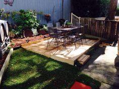 Build a Wood Pallet Deck - DIY - Easy Pallet Ideas get inspired of this DIY pallet deck flooring ins Small Backyard Decks, Pallet Decking, Decking Ideas, Outdoor Pallet, Pallet Floors, Deck Flooring, Pallet Ideas Easy, Wood Patio, Diy Deck