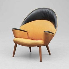 Hans J Wegner, Lounge Chair, a prototype made for an exhibition in Copenhagen in a total amount of maximum six were made, the chair never came into production. Upholstered with the original orange fabric and black leather. Mid Century Decor, Mid Century Furniture, Mid Century Design, Cool Furniture, Furniture Design, Muebles Art Deco, Love Chair, Lounge Chair Design, Commercial Furniture
