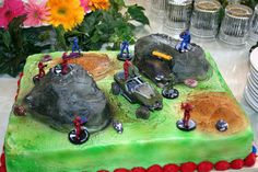 I'd like to make a cake like this one day for my brothers :) Halo Birthday Parties, 8th Birthday Cake, Birthday Celebration, Boy Birthday, Birthday Ideas, Army Tank Cake, Halo Cake, Halo Party, Red Vs Blue
