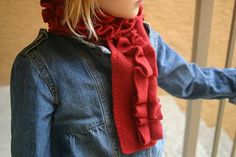 Honeybee Vintage: 15 Minute Ruffle Scarf w/matching flower clip. So perfect for AB (and maybe one for me too! Fleece Scarf, Ruffle Scarf, Diy Scarf, Sewing Hacks, Sewing Tutorials, Sewing Projects, Crafty Projects, Sewing Clothes, Doll Clothes