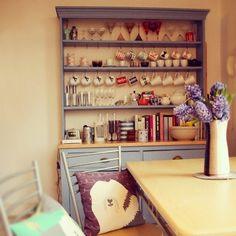 a welsh dresser must be cluttered. Dining Room Inspiration, Colour Inspiration, Interior Inspiration, Dresser Plans, Dresser Ideas, Furniture Projects, Diy Furniture, Dresser Styling, Welsh Dresser