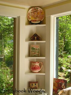 Great use of a small corner.... Might be able to use this idea in the dinette area