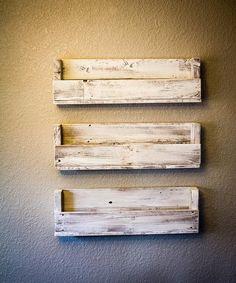 New wood pallet bathroom bookshelves Ideas Wood Bookshelves, Wood Shelves, Glass Shelves, Pallet Shelves, Display Shelves, Scrap Wood Projects, Diy Pallet Projects, Pallet Ideas, Diy Pallet Furniture