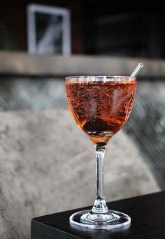GreenRiver Cocktail: 1½ oz. dry gin ¼ oz. yellow Chartreuse ½ oz. sloe gin 1 oz. white port