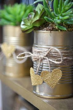 EDUCACIÓN Y RECICLAJE: Fantásticas ideas para reciclar latas Tin Can Crafts, Jar Crafts, Crafts To Make, Crafts For Kids, Recycled Wedding, Tin Can Art, Diy Bottle, Diy Planters, Garden Crafts
