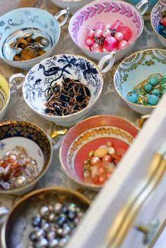 Organiza tus joyas y decora al mismo tiempo Etiquetas: accesorios, consejos, decoración Organizar todos los accesorios que toda mujer se pre...