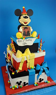 Mickey mouse cake by Design Cakes, via Flickr