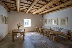 Hosté mohou pobývat kdekoli v domě, mohou snídat nebo večeřet uvnitř nebo v zahradě, podle počasí či podle nálady.
