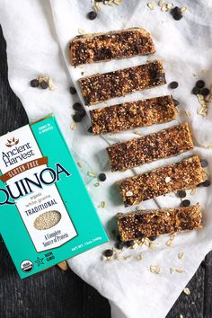 Almost no-bake quinoa granola bars with simple, natural ingredients. Only require a few ingredients and so easy to make! These are freezer friendly and made with all clean eating ingredients. Pin this healthy recipe for later. Healthy Bars, Healthy Snacks For Kids, Healthy Sweets, Healthy Shakes, Healthy Breakfasts, Easy Snacks, Healthy Habits, Quinoa Granola Bars, Granola Barre