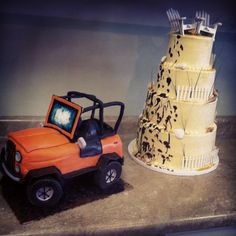 Jeep and wedding cake