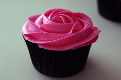 Luv the color of the icing and the rose design.