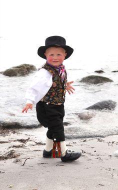 Åmlibunaden - Magasinet BUNAD Beautiful Children, Beautiful Babies, Folk Costume, Costumes, Norwegian Clothing, Fjord Horse, Beautiful Norway, Folk Clothing, Going Out Of Business