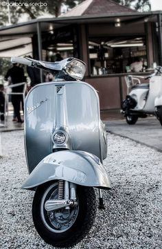 All things Lambretta & Vespa, well all things if they are pictures. (and perhaps the odd other thing that catches my eye from time to time including occasional adult content! Vespa Motor Scooters, Piaggio Scooter, Scooter Motorcycle, Fiat 500, Vespa 150, Vespa Vintage, Vespa Retro, Retro Cars, Vintage Cars