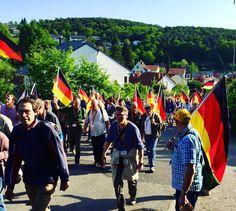 (*) Nachrichten zu #HambacherFest auf Twitter