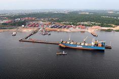 PORTO CHIBATÃO Porto Chibatão, localizado no bairro Colônia Oliveira Machado, é considerado atualmente o maior complexo portuário privado da América Latina com 1 milhão de metros quadrados.  Foto: Durango Duarte. Acervo: Fotos Aéreas Manaus – 2007.