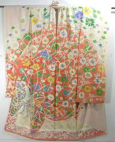 This is a kimono silk fabric cut into Furisode shape and stitched roughly before sewing to make furisode.   It has fascinating peacock and flower pattern, which is dynamically dyed on the 'somewake'(dyed with separate colors) background