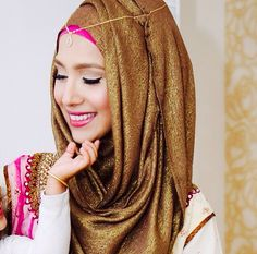 ♥ Hijab ♥ More beautiful scarves Arab Fashion, Islamic Fashion, Muslim Fashion, Hijab Gown, Hijab Outfit, Hijabs, Turban, Collection Eid, Wedding Hijab Styles