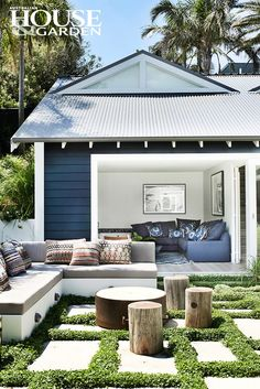 Outdoor room by Justine Hugh-Jones Design, Mosman, NSW & William Danger, Botany, NSW
