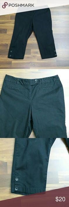 """Ann Taylor Loft Curvy Crop Capri Size 10 Petite Ann Taylor Loft Curvy Crop Capri Size 10 Petite  Waist 32"""" Inseam 20"""" 97% Cotton 3% Spandex LOFT Pants Ankle & Cropped"""