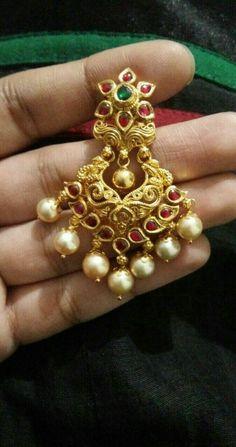 Gold Jewelry In Italy Gold Jhumka Earrings, Jewelry Design Earrings, Gold Earrings Designs, Gold Jewellery Design, Necklace Designs, Gold Jewelry, Beaded Jewelry, Jewelery, Diamond Jhumkas