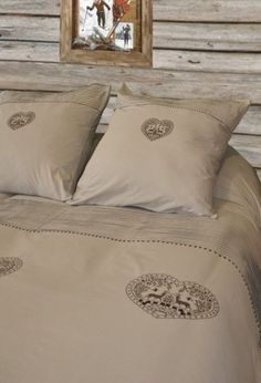 Housse de couette - bedding. Like these colors and mountain style.