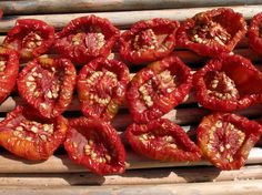 Cómo secar tomates Fruit Dryer, Tapas, Burger Co, Pesto, Dehydrator Recipes, Canning Recipes, Antipasto, Chutney, Summer Recipes