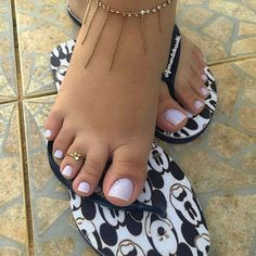 Pretty Toe Nails, Cute Toe Nails, Cute Toes, Pretty Toes, Toe Nail Art, Feet Soles, Women's Feet, Sexy Zehen, Nails Short